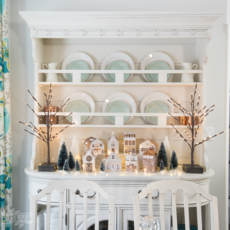 12 Christmas Hutch Decor Ideas That Will Impress Your Dinner Guests Marly Dice